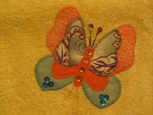 2014-08-25 toalla amarilla aplicación mariposas (2)