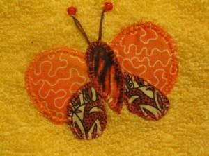 2014-08-25 toalla amarilla aplicación mariposas (3)