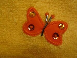 2014-08-25 toalla amarilla aplicación mariposas (4)