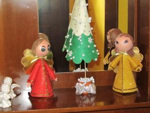 2013-12-17 ángeles fofuchos y árbol fieltro
